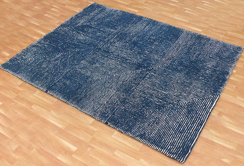 5x8 ft Blue & White Woolen Area Rug
