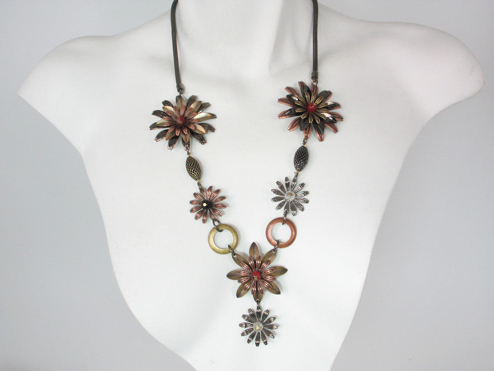 "Long ""V"" Metal Flower & Mesh Necklace 