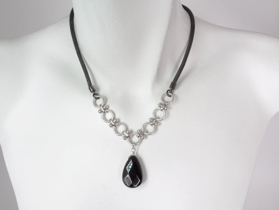Mesh Necklace with Onyx Drop