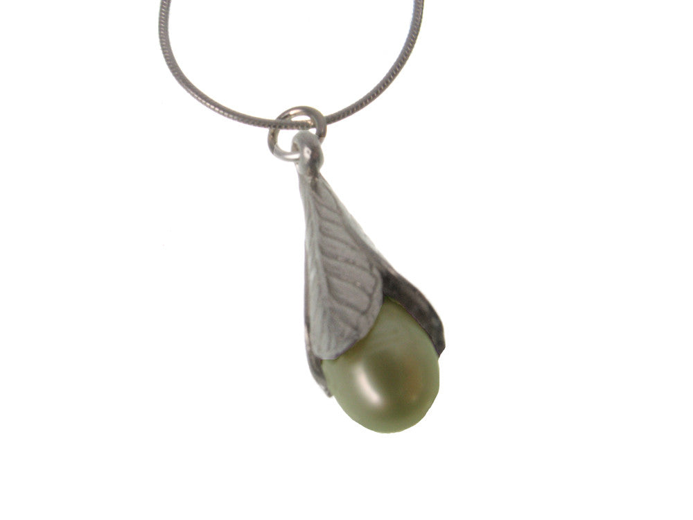 Trumpet Leaf Pearl Pendant Necklace | Erica Zap Designs