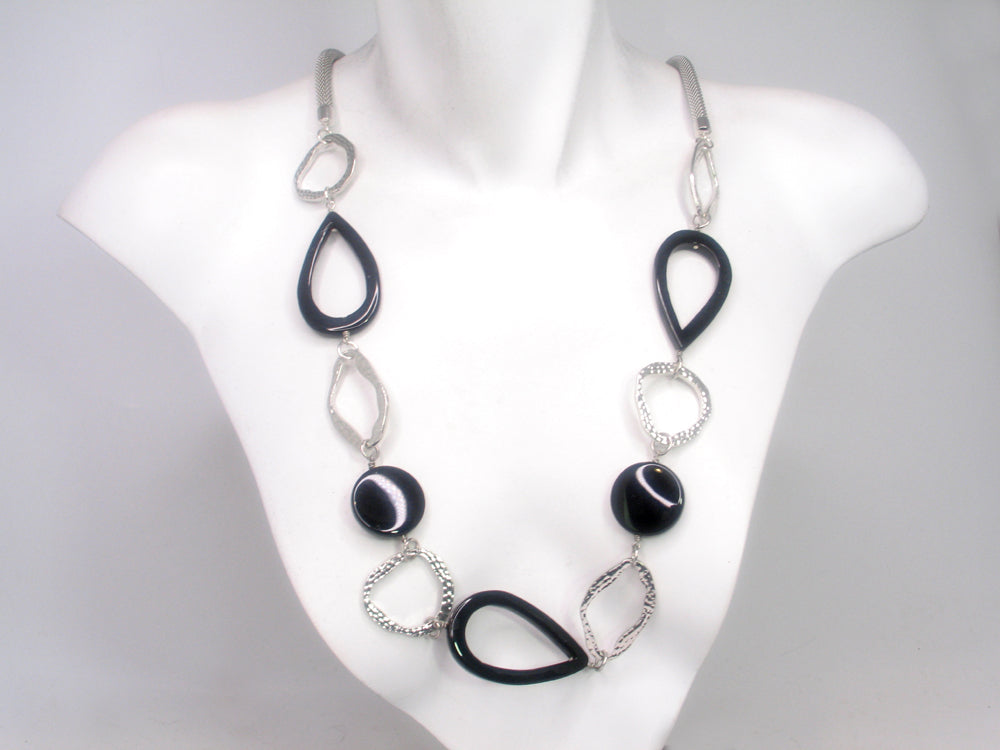 Mesh Necklace with Onyx Shapes