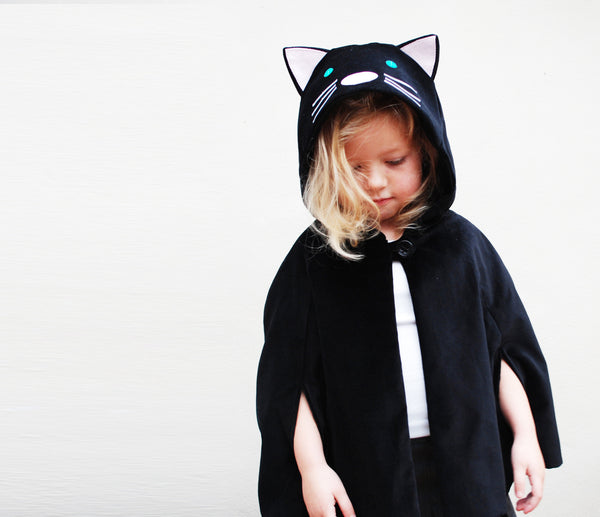 Cat cape in black velvet