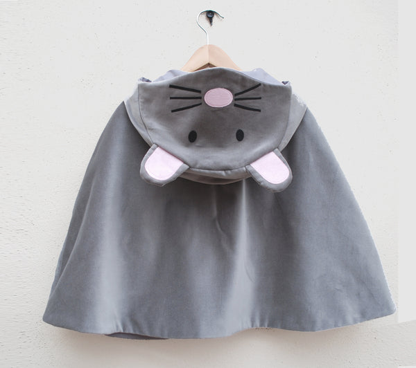 Mouse fancy cape in grey velvet