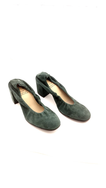 Suede pump in forest green