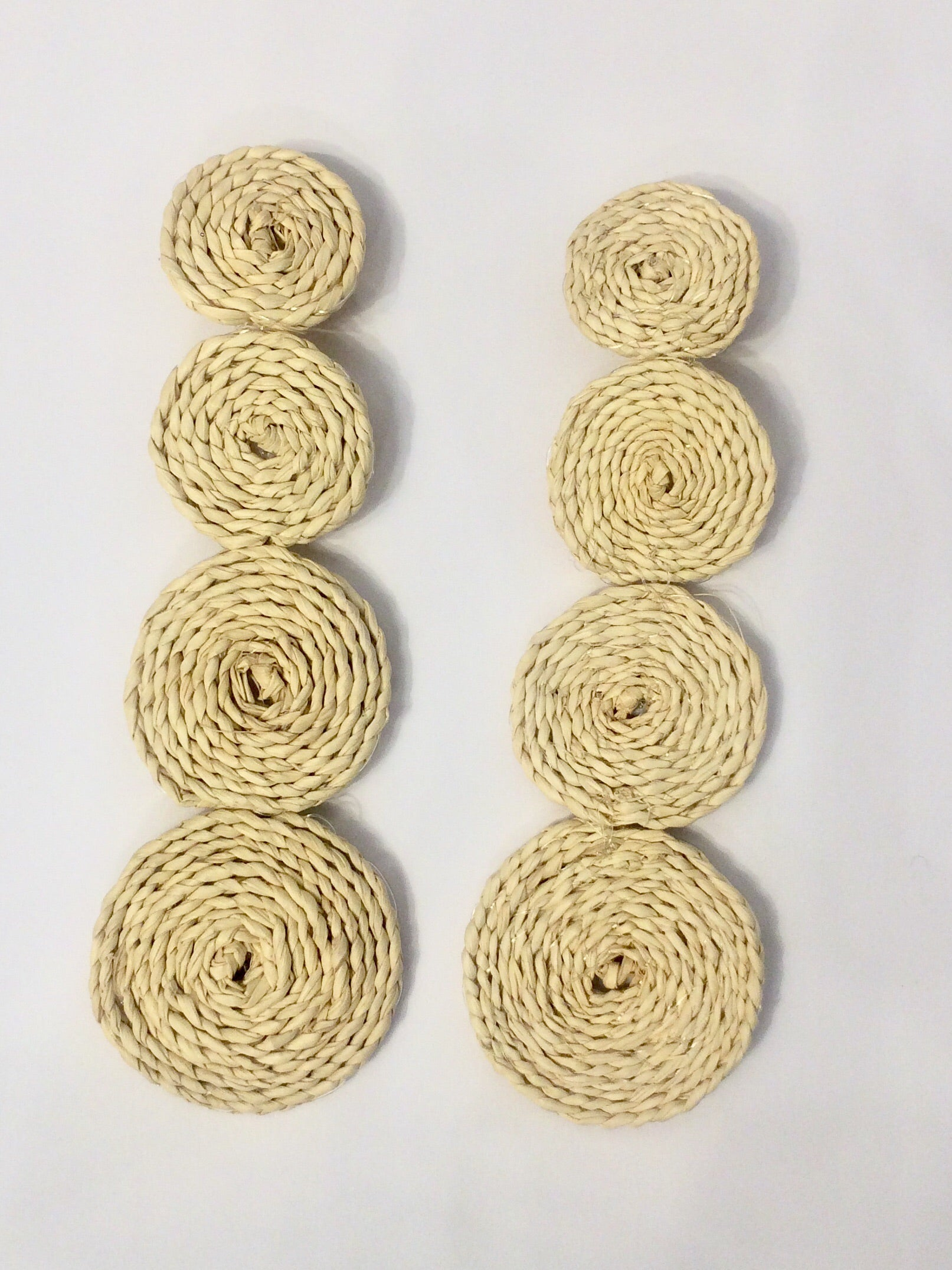 Four circles raffia earrings in Natural