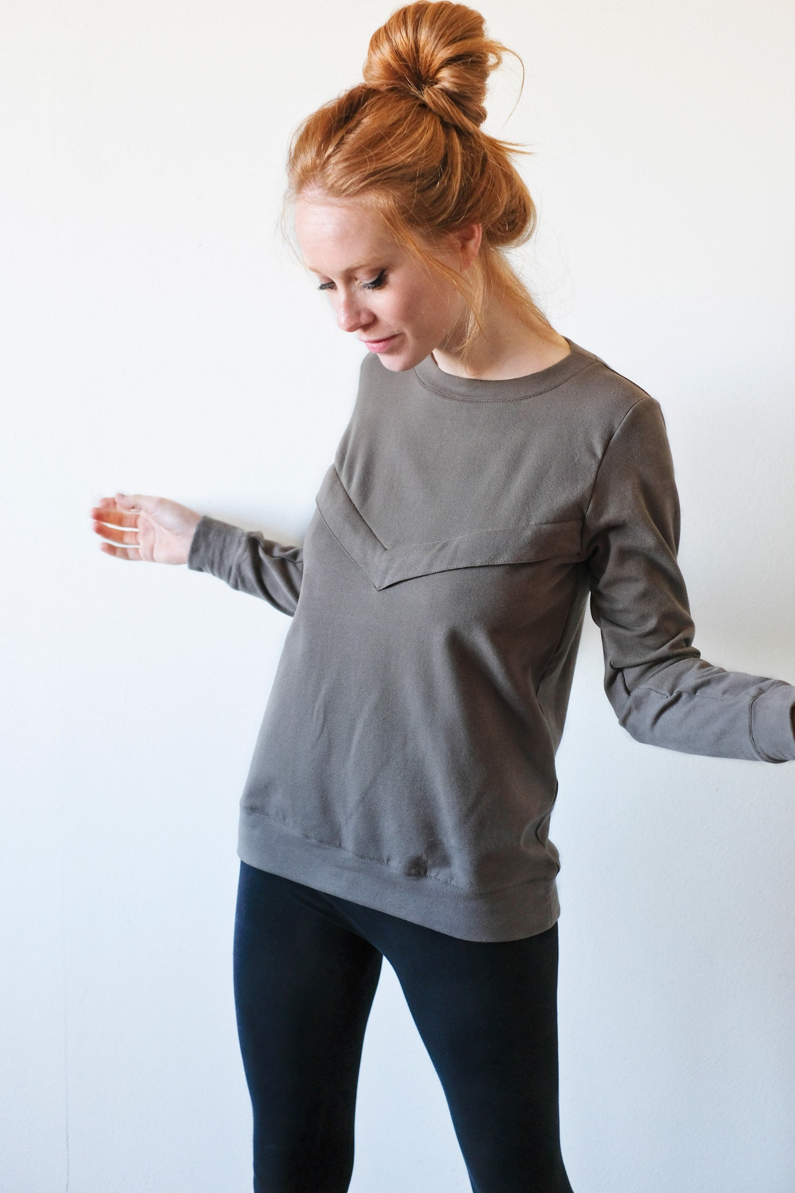 Gemma nursing sweatshirt - military