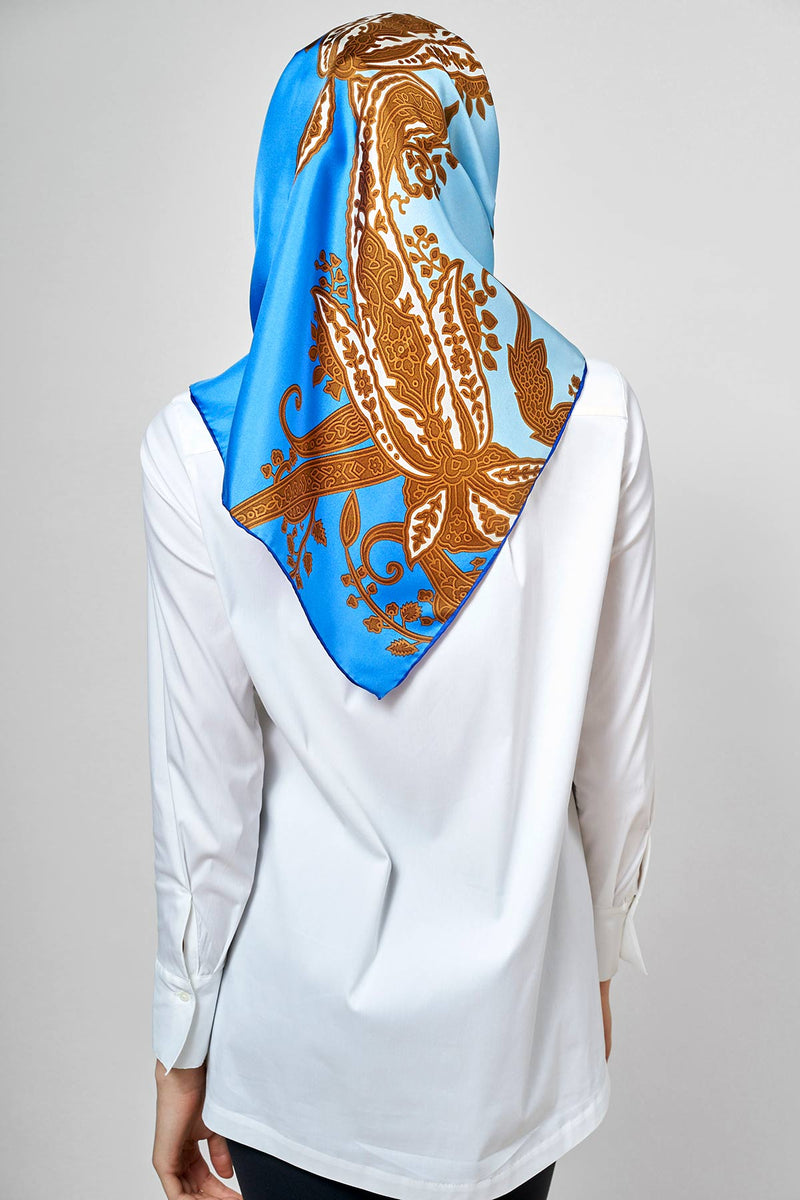 text -- shimmering jet set blue paisley