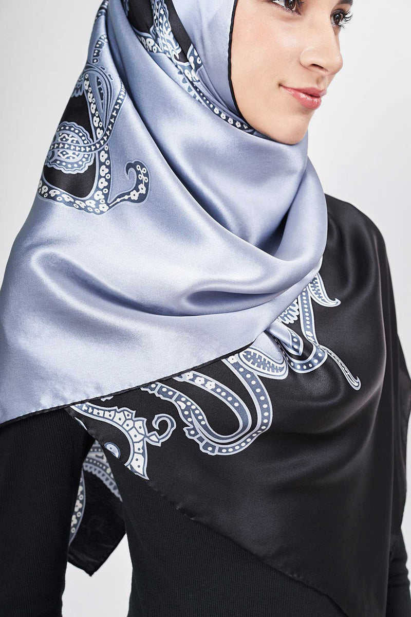 text -- high gloss big paisley black grey