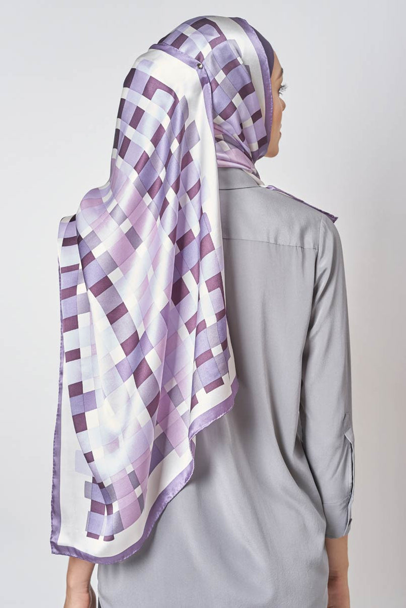 text -- iridescent checkers lilac