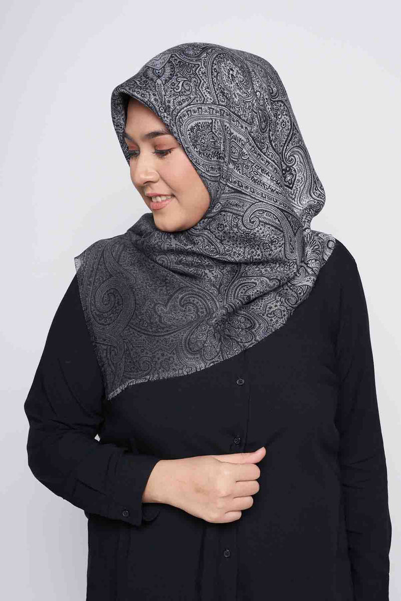text -- paisley ombre sophisticated black