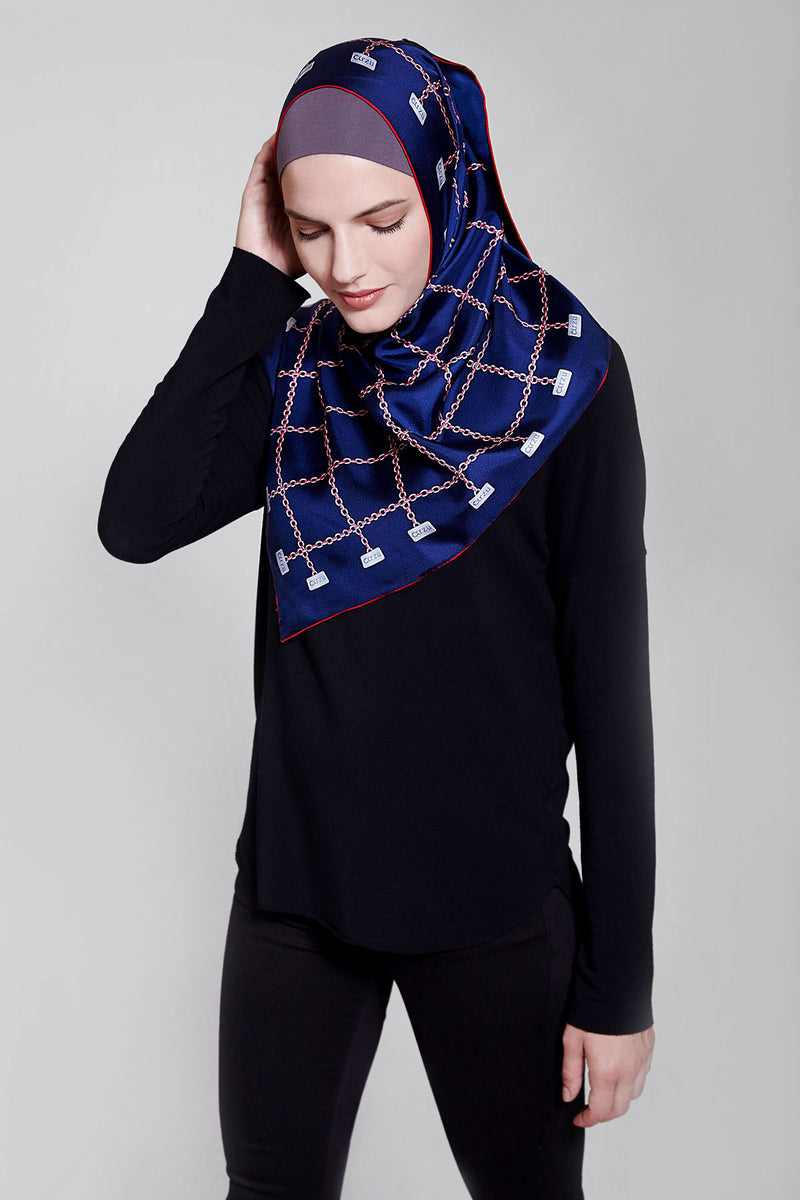 text -- shimmering arzu chain midnight navy red