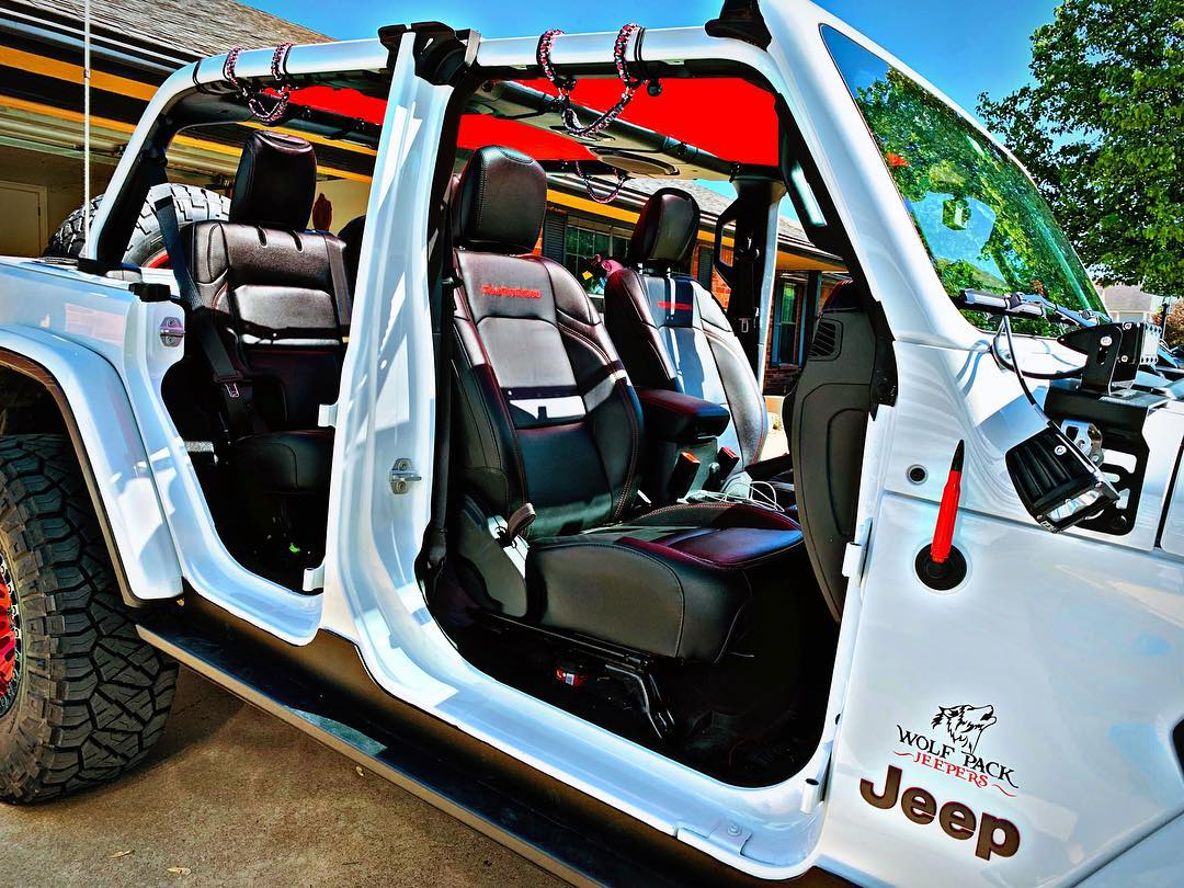 Bright White Jeep Wrangler JLU with Cherry Red 2 Piece Alien Sunshade