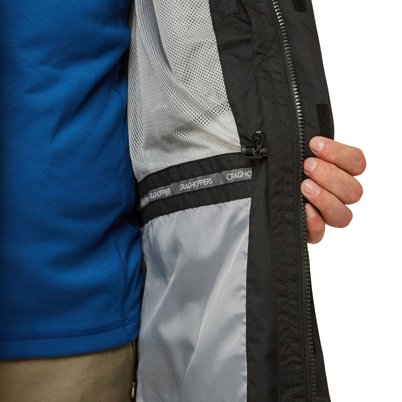 showing internal mesh lining and pocket