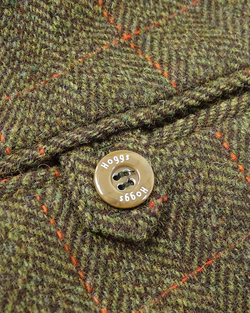 Hoggs Button detail harewood tweed in Green and red