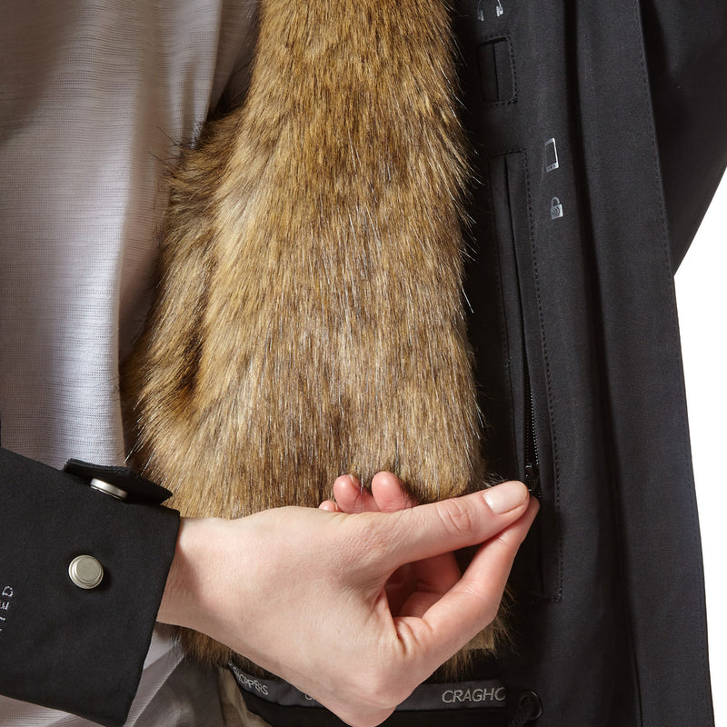 De Lux faux fur lining for warmth