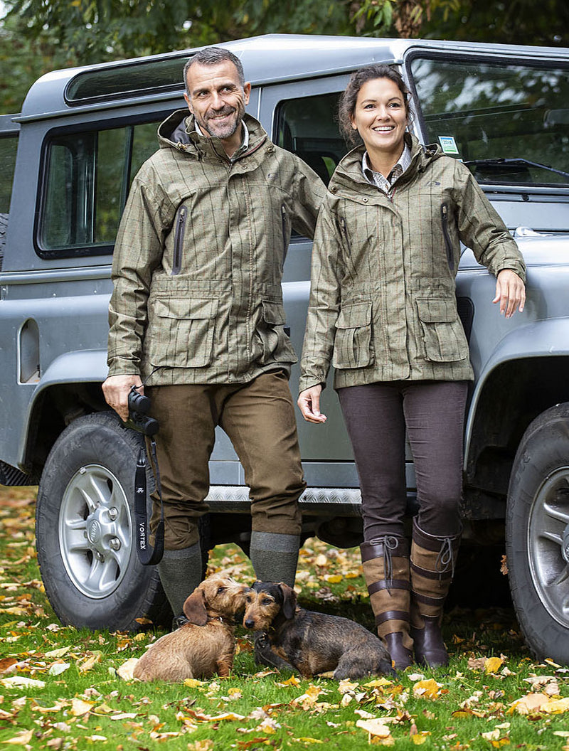 Baleno couple with dogs and landrover