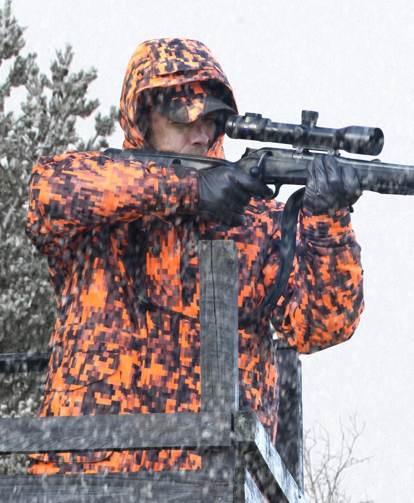man shooting Deerhunter Recon Arctic Jacket