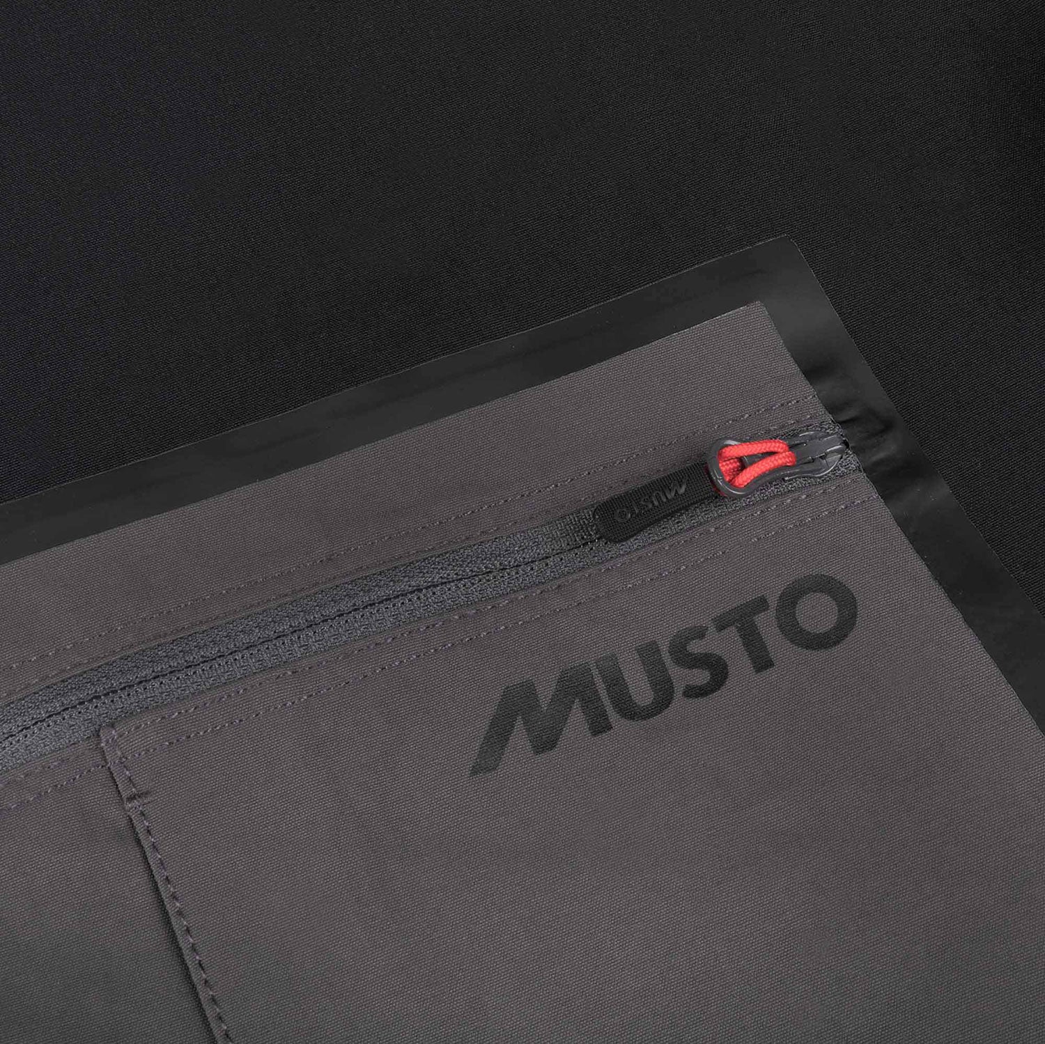 Zip back pocket musto in charcoal