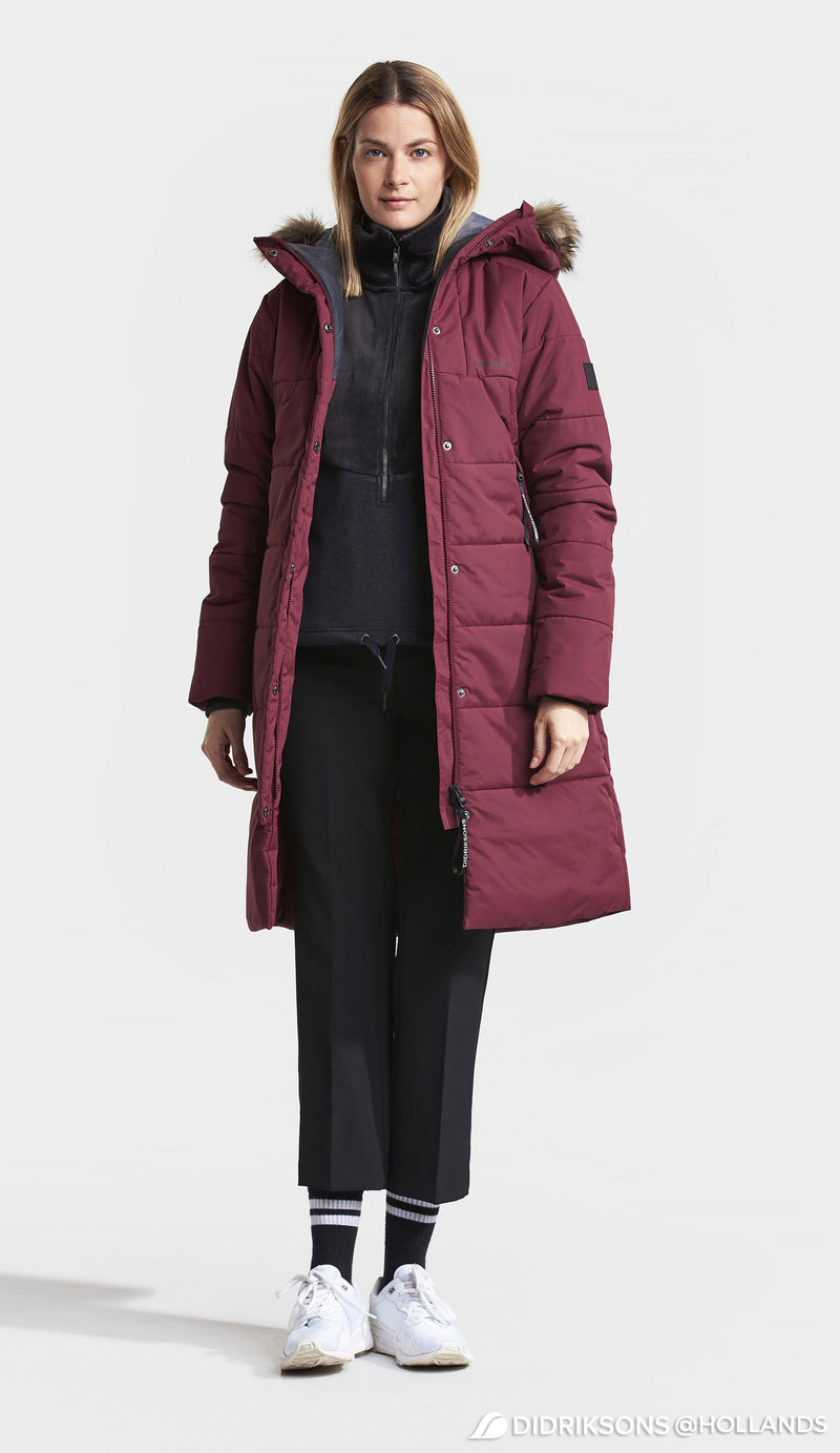 Lady wears Didrikson Red Winter parka