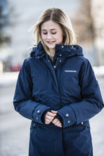 woman in cold wearing parka Didriksons Eline Padded Waterproof Parka