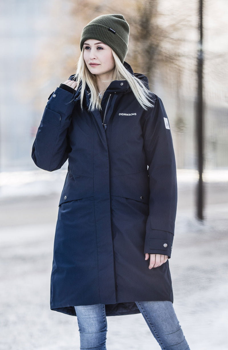 winter scene Didriksons Eline Padded Waterproof Parka