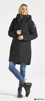 lady wearing Didriksons Eline Padded Waterproof Parka