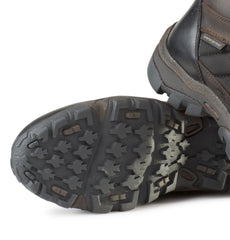 Gripping tread sole with stable heel unit and flexible foot