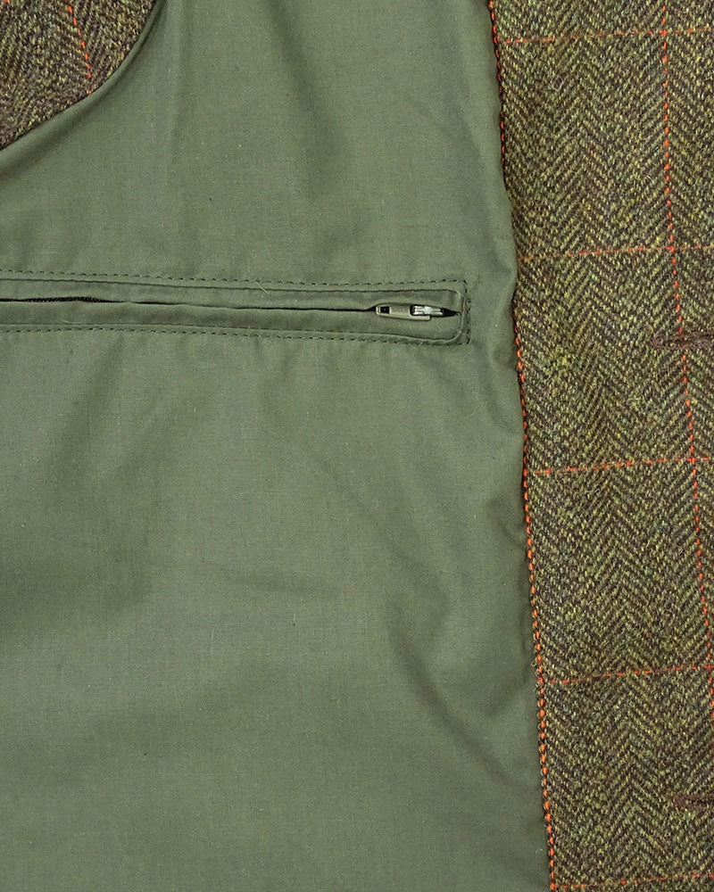 internal pocket and lining detail