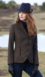 lady with red hair wearing Jack Murphy Nicole Ladies Tweed Hacking Jacket - Brown - Delightful Herringbone