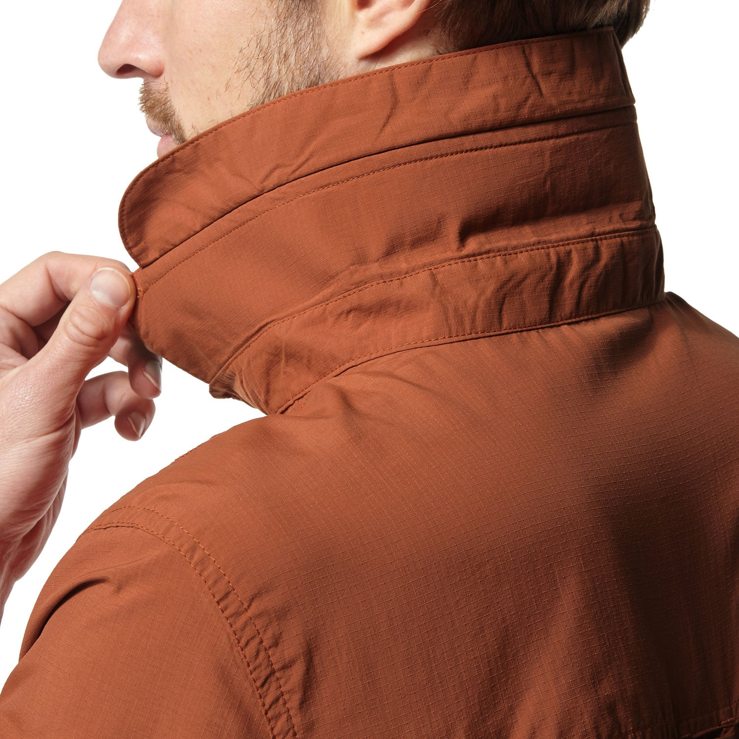 large collar to protect the back of the neck from sun
