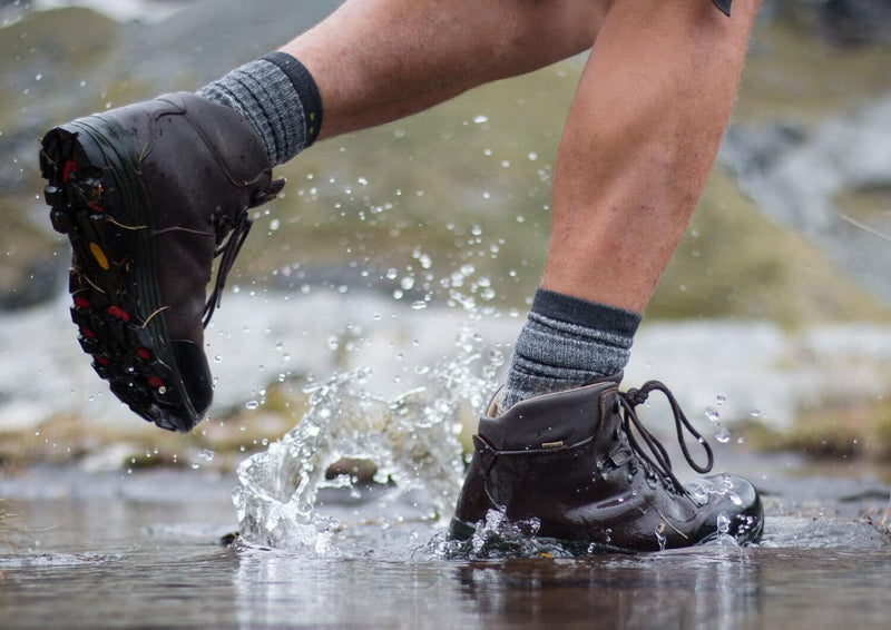 Walking in a river Anatom Q3 Braeriach Leather Hiking Boots
