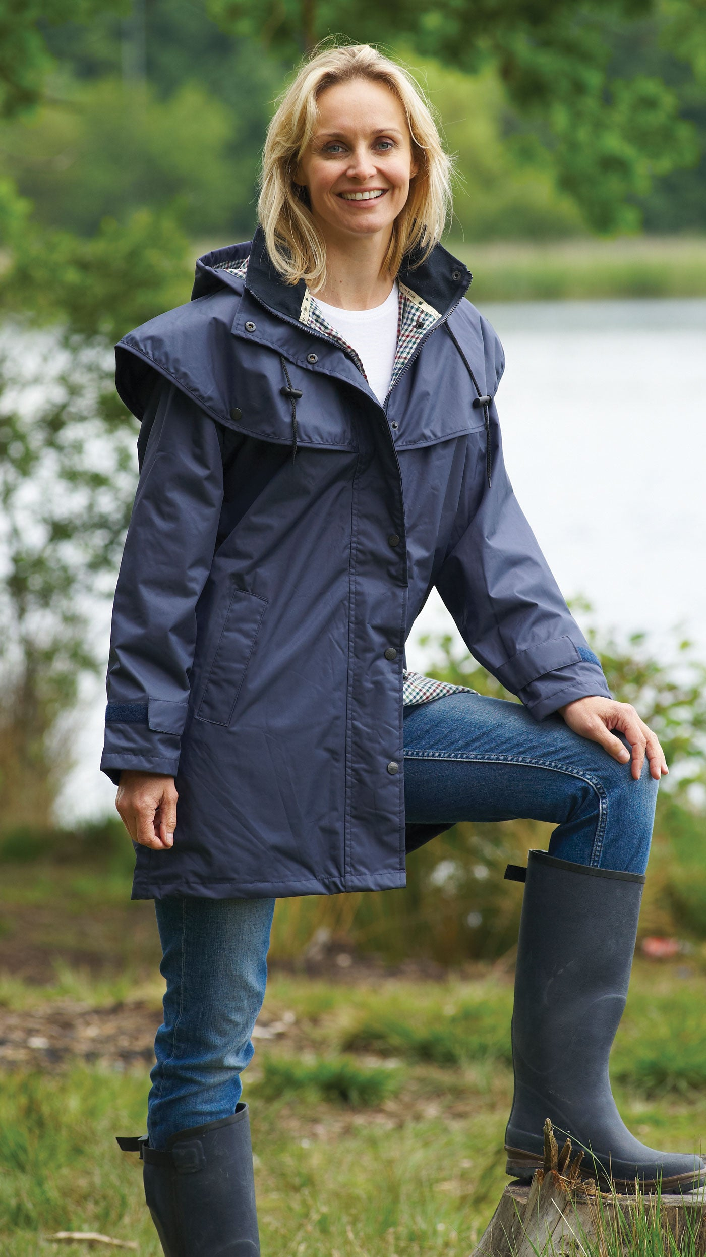 lady wearing Ladies' Three-Quarter Length Waterproof Coat Windsor in navy