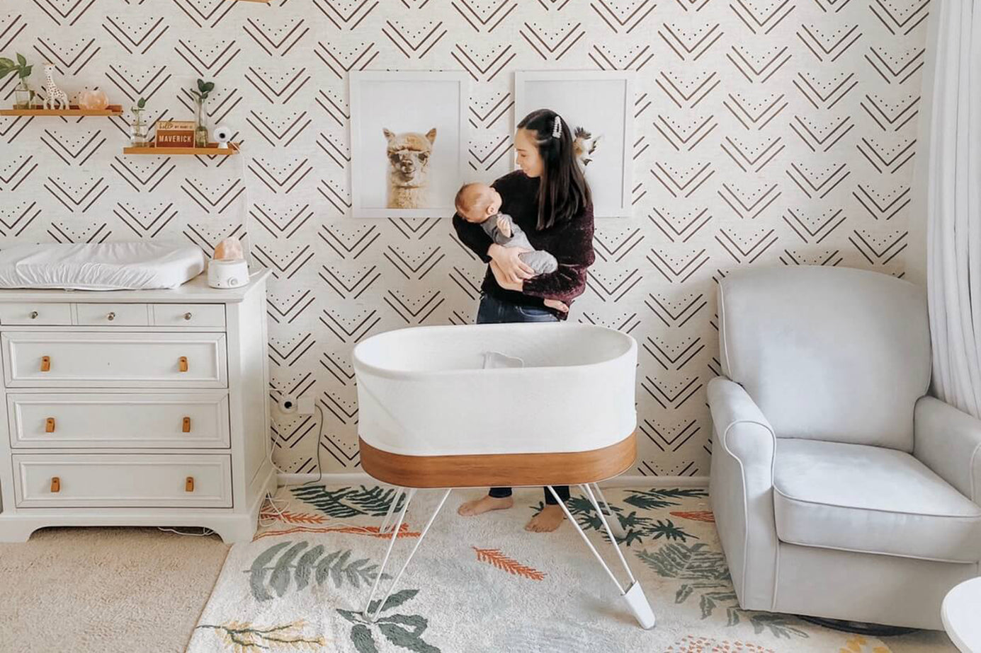15 Dreamy Nursery Wallpaper Designs