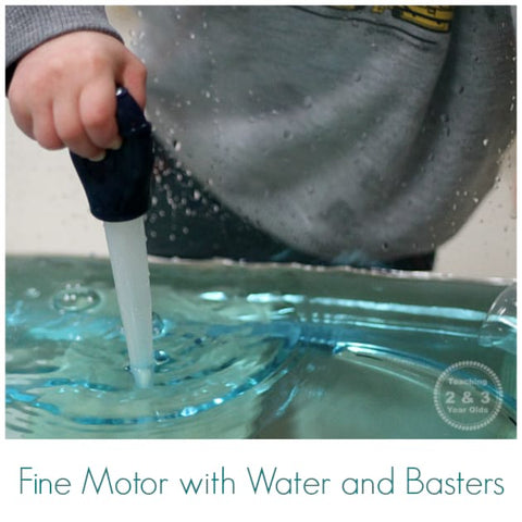 A toddler uses a baster to suction water out of a tray.