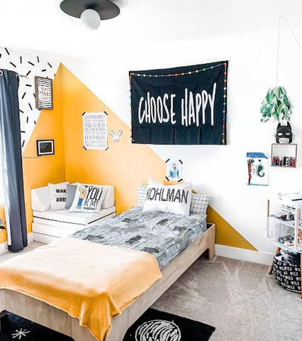 Black, white, and yellow graphic toddler bedroom.