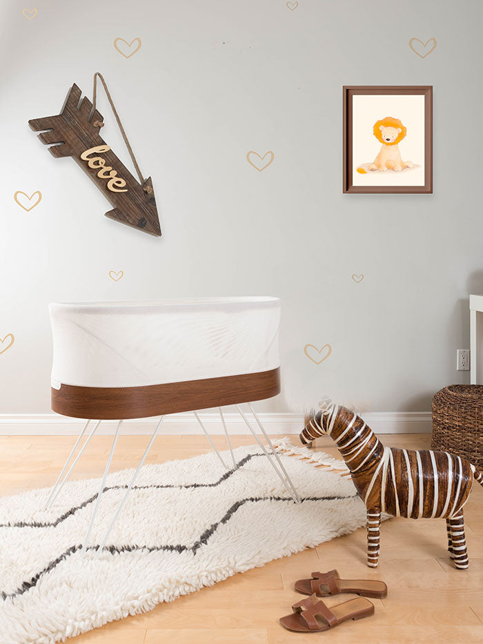 SNOO nursery with lion picture on wall
