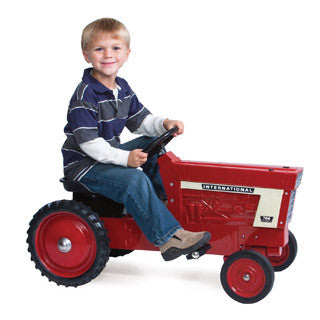 Farmall 766 Steel Pedal Tracot - Tomy - eBeanstalk