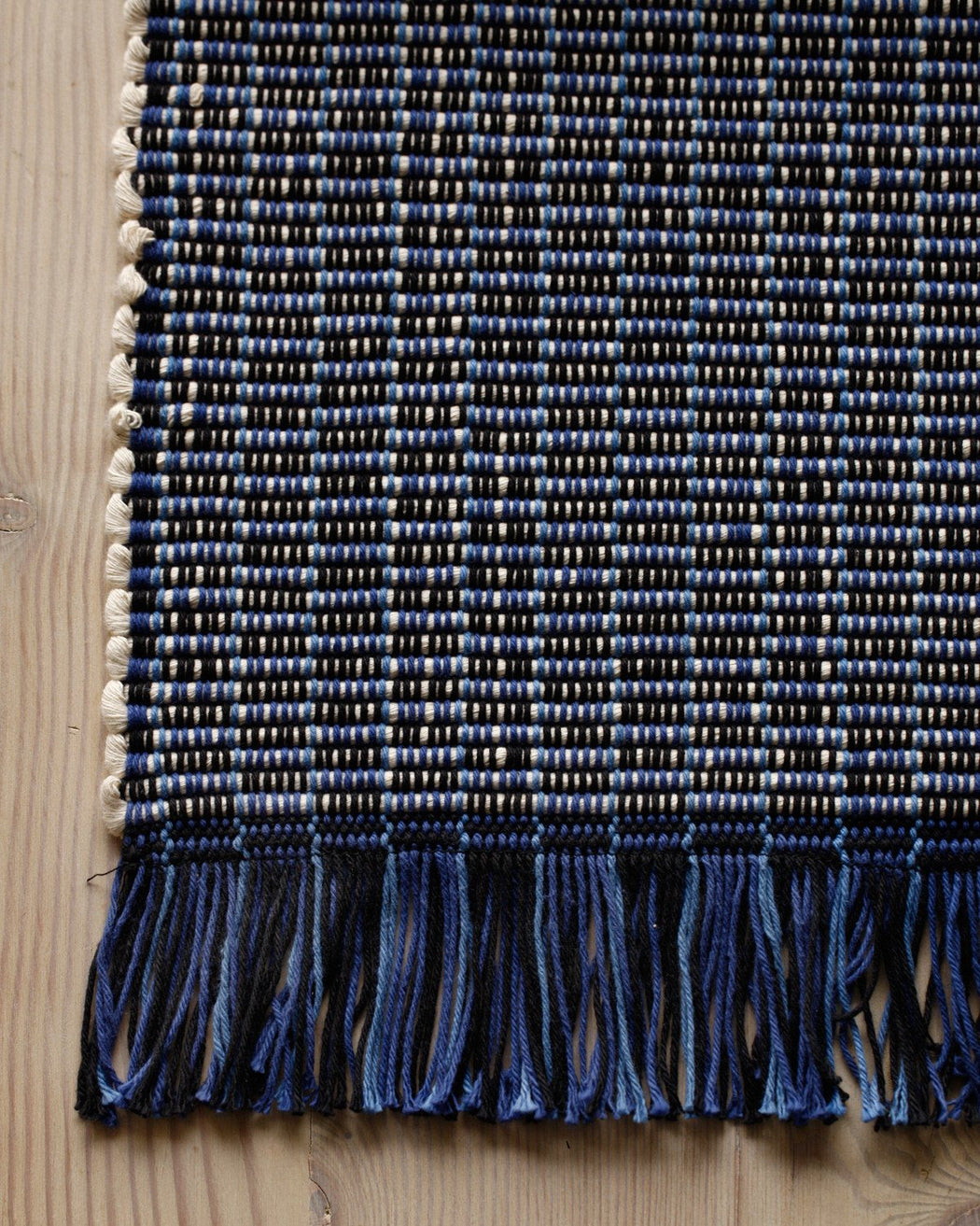 Lostine Oxford cotton hand loomed rug blue and white