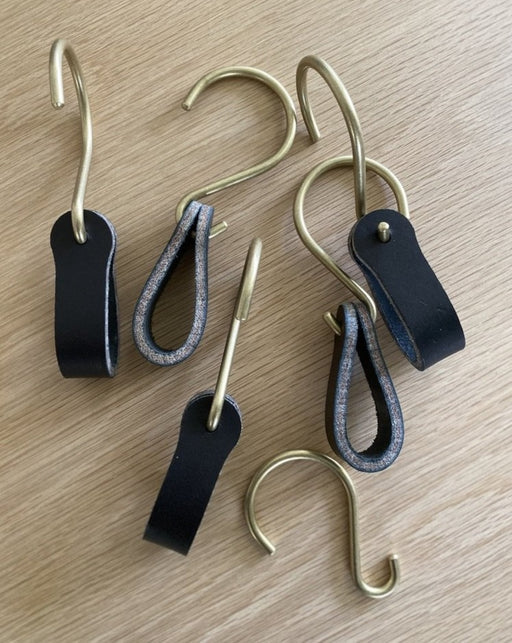 Hooks - brass - leather - Ludlow - black - Lostine
