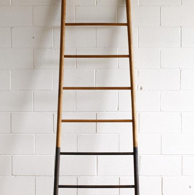 LOSTINE BLOAK LADDERS - SHELVING