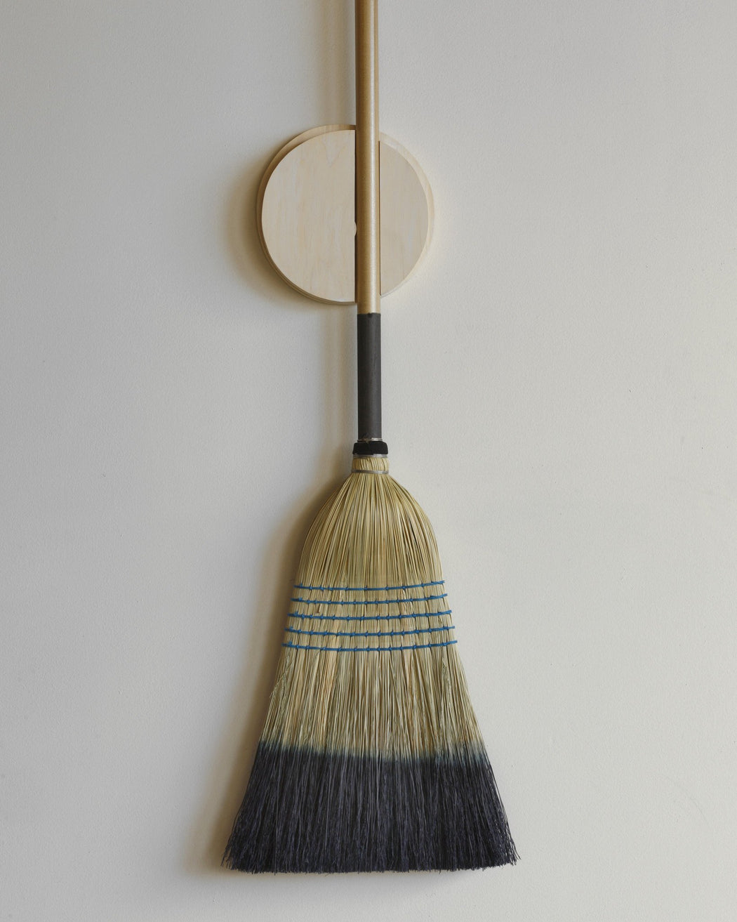 Lostine Broom holder with broom