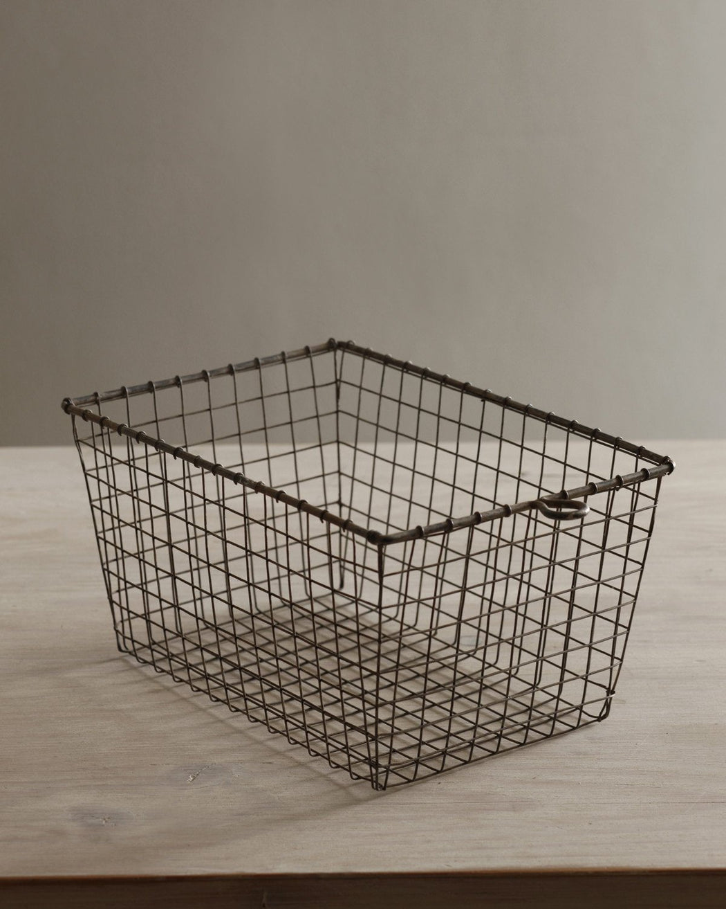 Lostine Wire Gym Basket vintage