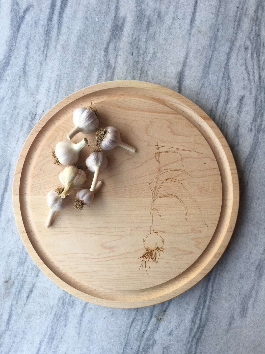 Awbury Round Cutting Board : Garlic - Kitchen - Lostine