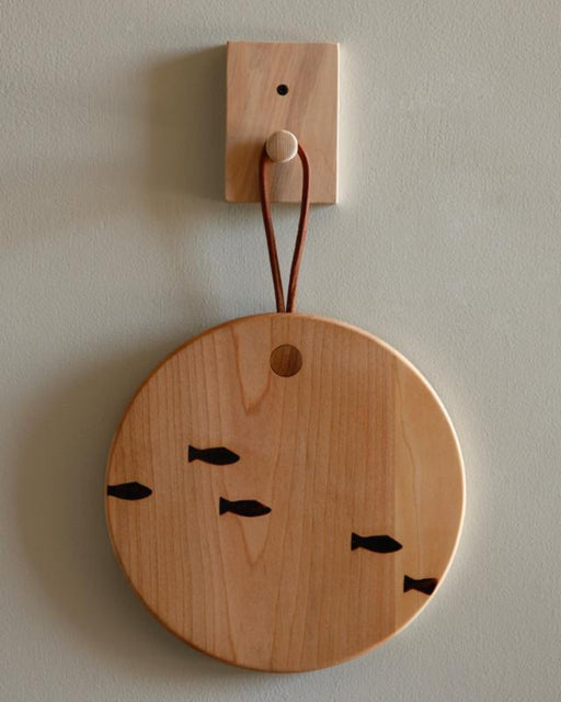 round cutting board fish