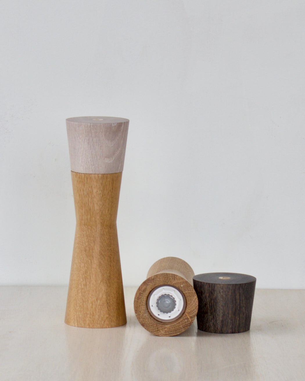 salt grinder and pepper grinder