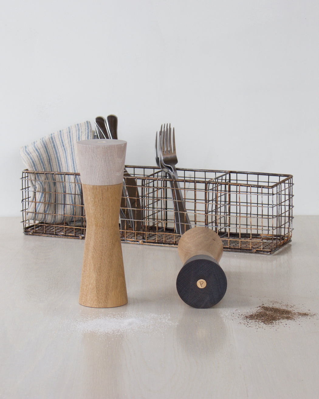 salt mill and pepper mill