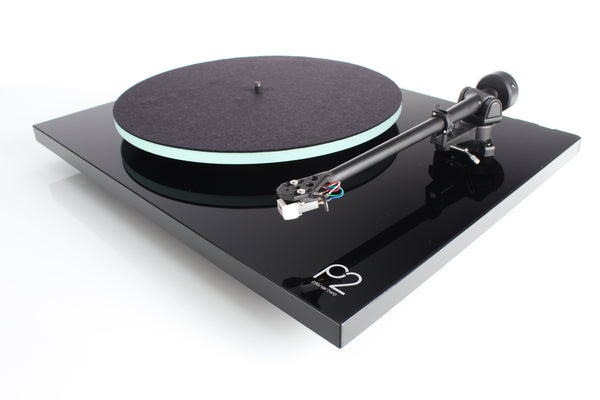 Rega Planar 2 Turntable (Includes Lid & Rega Carbon Cartridge)
