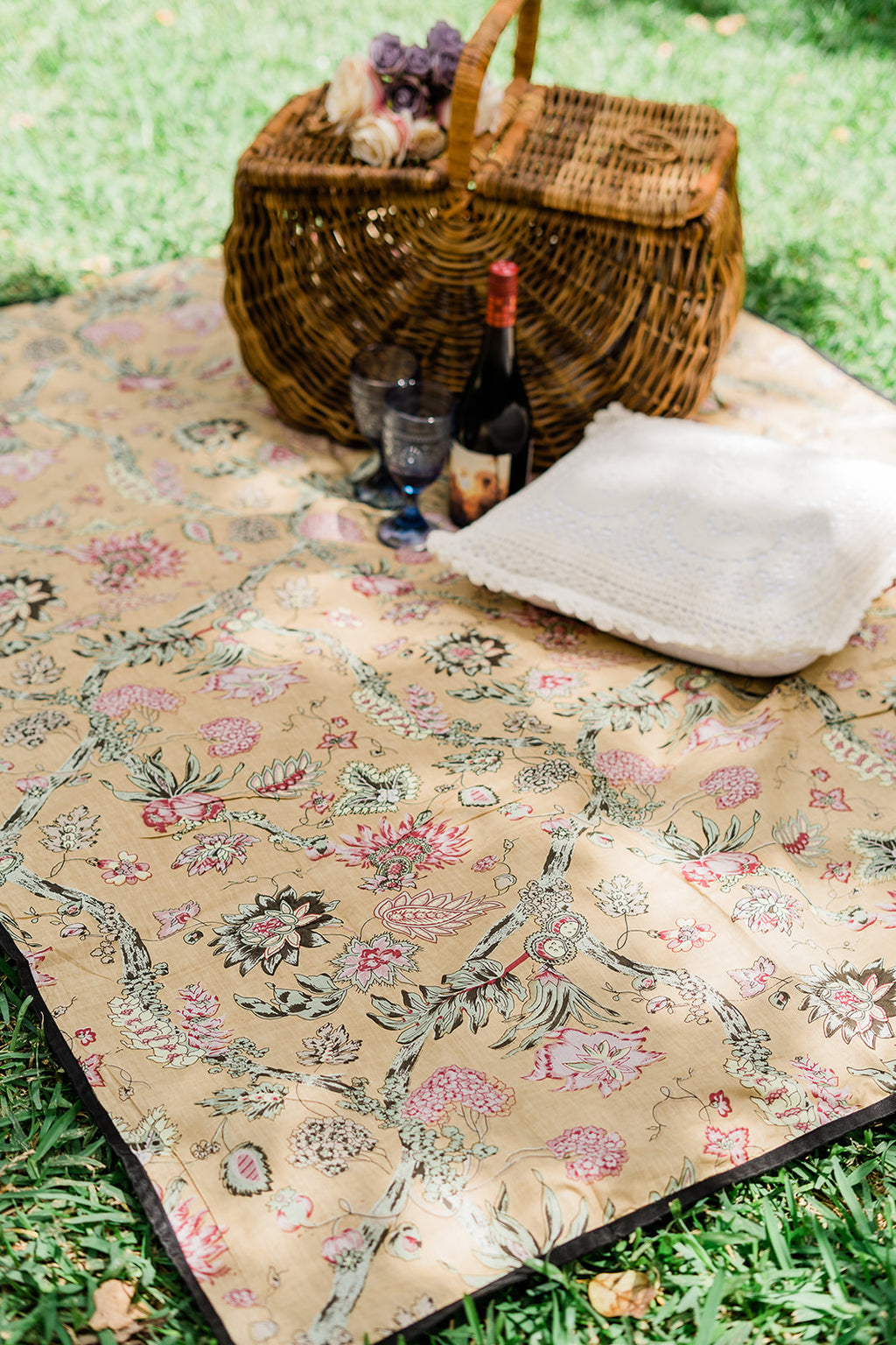 Garden Party Picnic blanket - Amber Gold