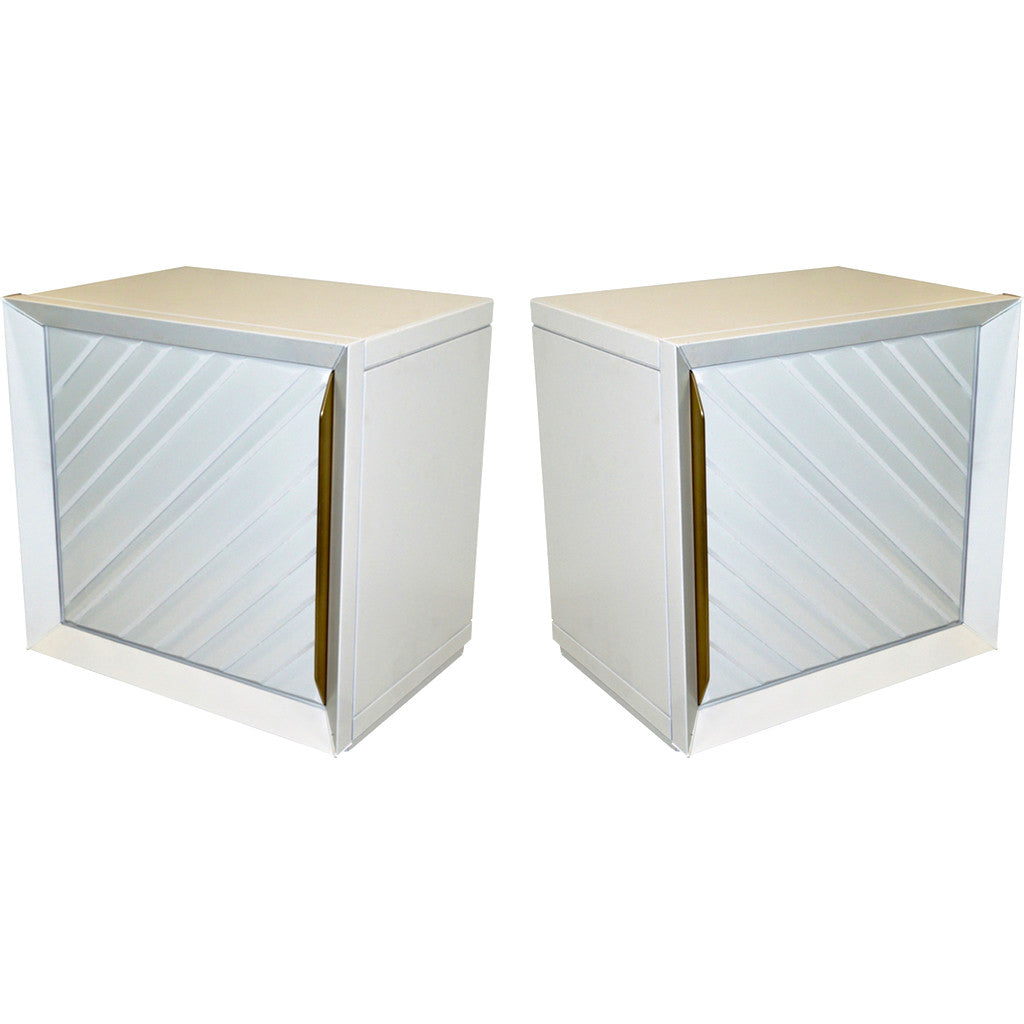 Frigerio 1970s Italian Pair of White Lacquered Wood Side Tables / Nightstands