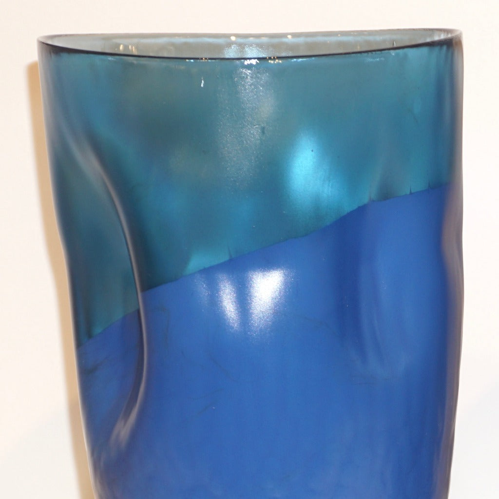 Contemporary Minimalist Iridiscent Royal Blue Murano Glass Pair of Modern Vases